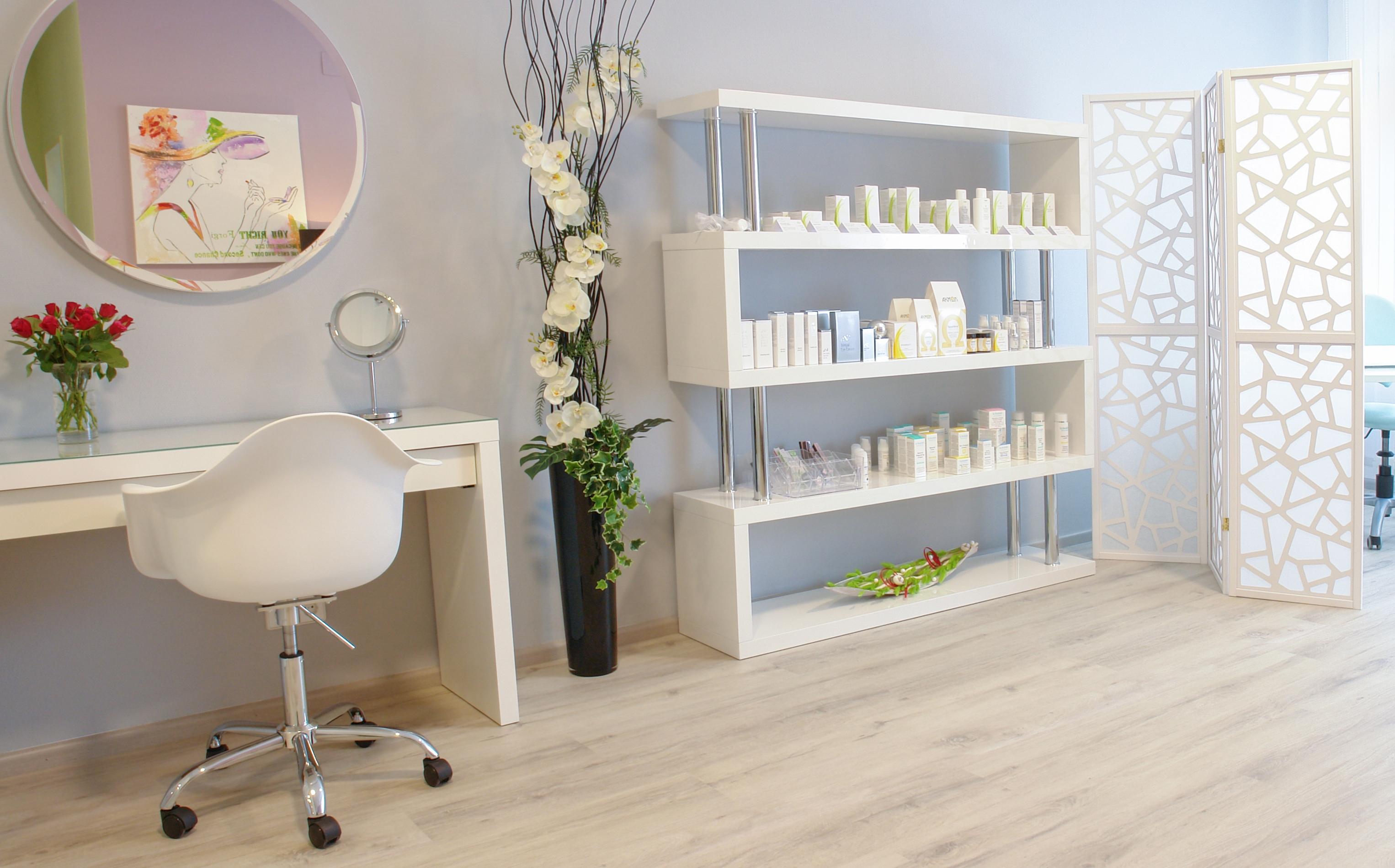 Behandlungsraum Dekorative Kosmetik bei Kosmetik-Institut SKIN & BEAUTY in Freiburg