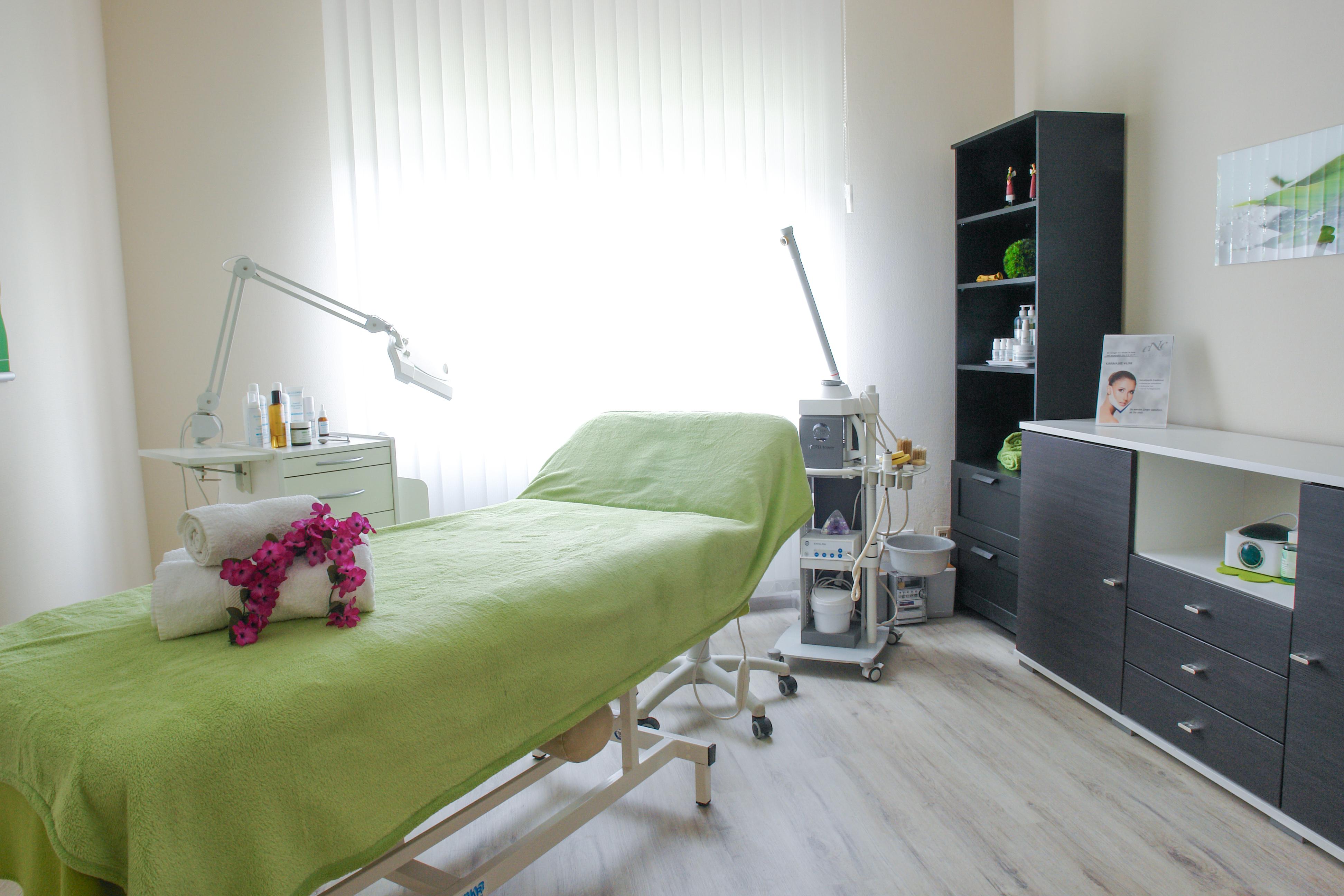 Massage Bereich in Kosmetik-Institut SKIN & BEAUTY in Freiburg