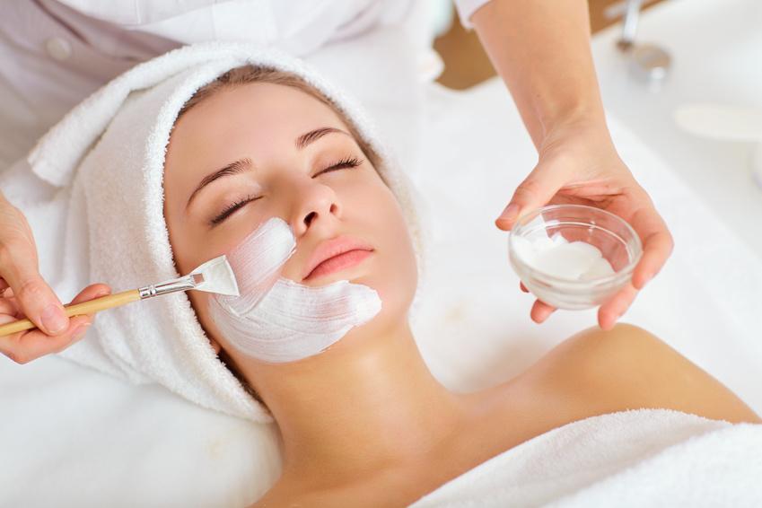 Gesichtsbehandlung Freiburg bei Kosmetik-Institut SKIN & BEAUTY